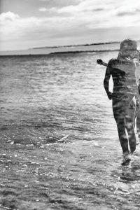 Enfants jouant à la plage - Benoit Martin